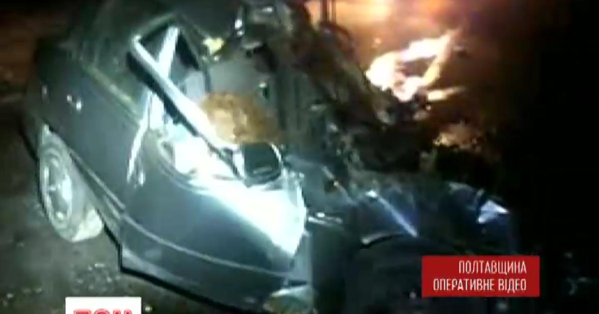 На трассе Киев-Харьков лоб в лоб столкнулись грузовик и легковушка