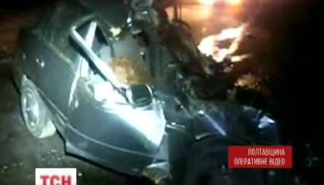 На трассе Киев-Харьков ночью не разминулись легковушка и грузовик
