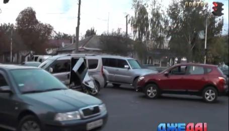 В Житомире дорогу не поделили Nissan и Opel