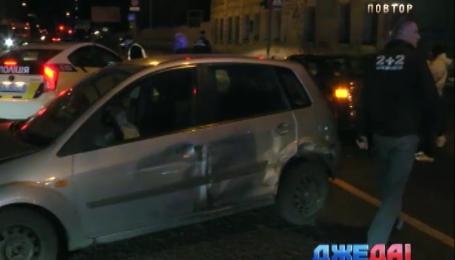 Тройная авария произошла в Киеве через неосвещенную улицу