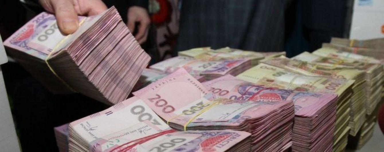"""Ліквідатор неплатоспроможного банку """"нагрів"""" державу на 71 мільйон гривень"""