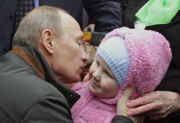 Путін цілує дітей_4