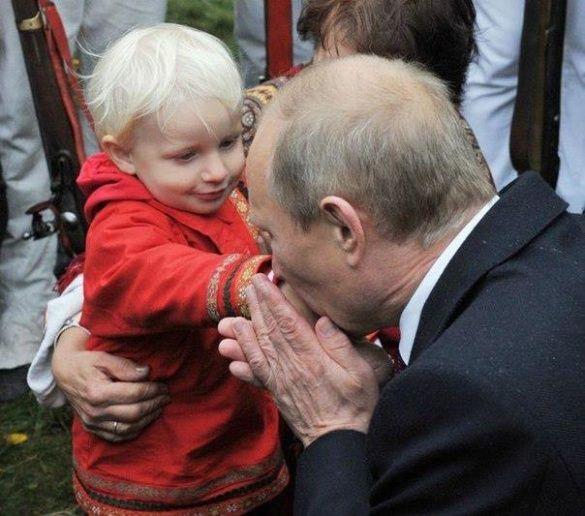 Путін цілує дітей_5