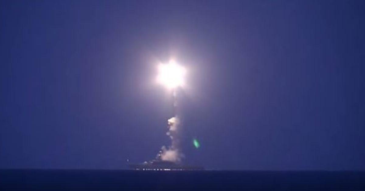 В России показали видео массированных обстрелов Сирии с боевых кораблей