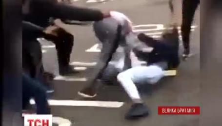 В Лондоне ссора девушек из-за парня переросла в массовую драку