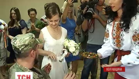 Тяжелораненый боец «Донбасса» женился на жительнице Мариуполя