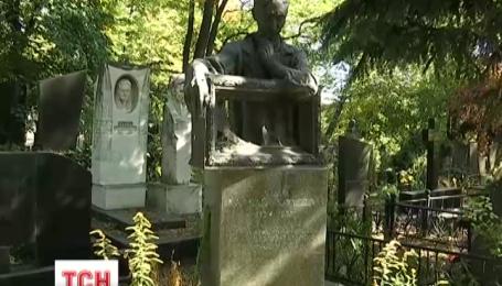 У Києві мисливці за кольоровим металом пограбували понад 70 надгробків