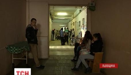 Один із чотирьох підлітків, постраждалих у ДТП на Львівщині, досі перебуває у критичному стані