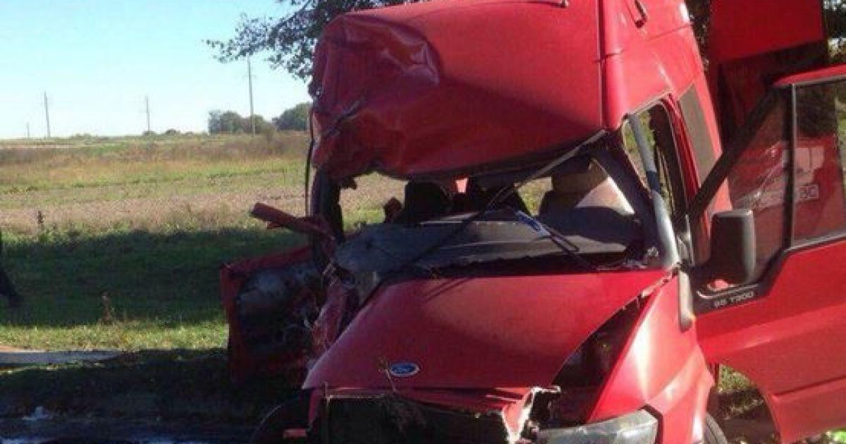 На Волыни КамАЗ разбил микроавтобус @ Департамент ГАИ МВД