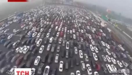 На подъездах к Пекину образовались четырехкилометровые пробки