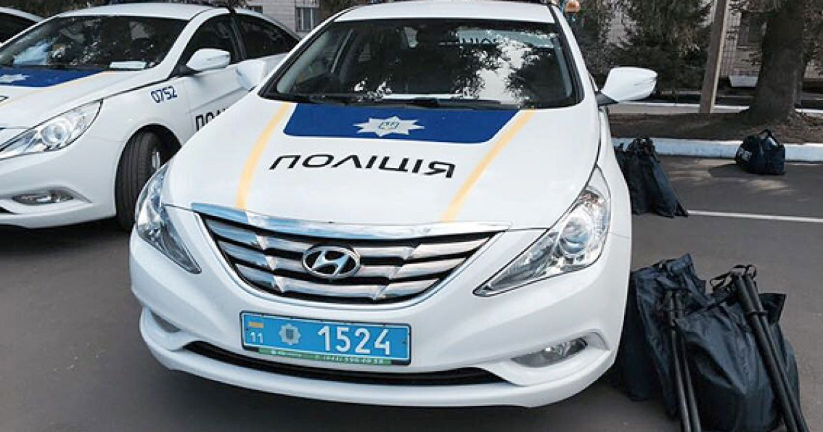 Аваков вручив офіцерські погони київським поліцейським і випустив патрулі на Житомирську трасу