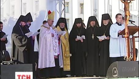 На Михайлівський площі православні і католики єднаються у молитві за мир