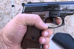 На Киевщине молодчик возле школы открыл стрельбу по детям