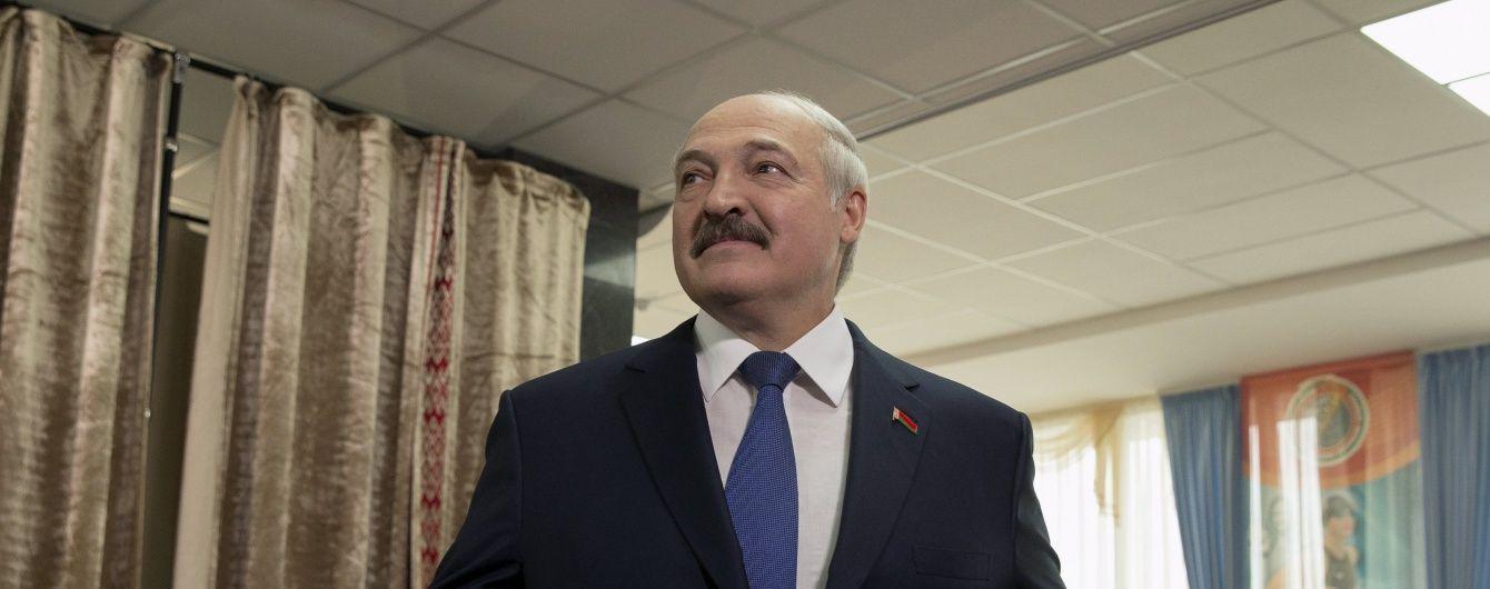 Українцям Лукашенко подобається більше за Меркель - опитування