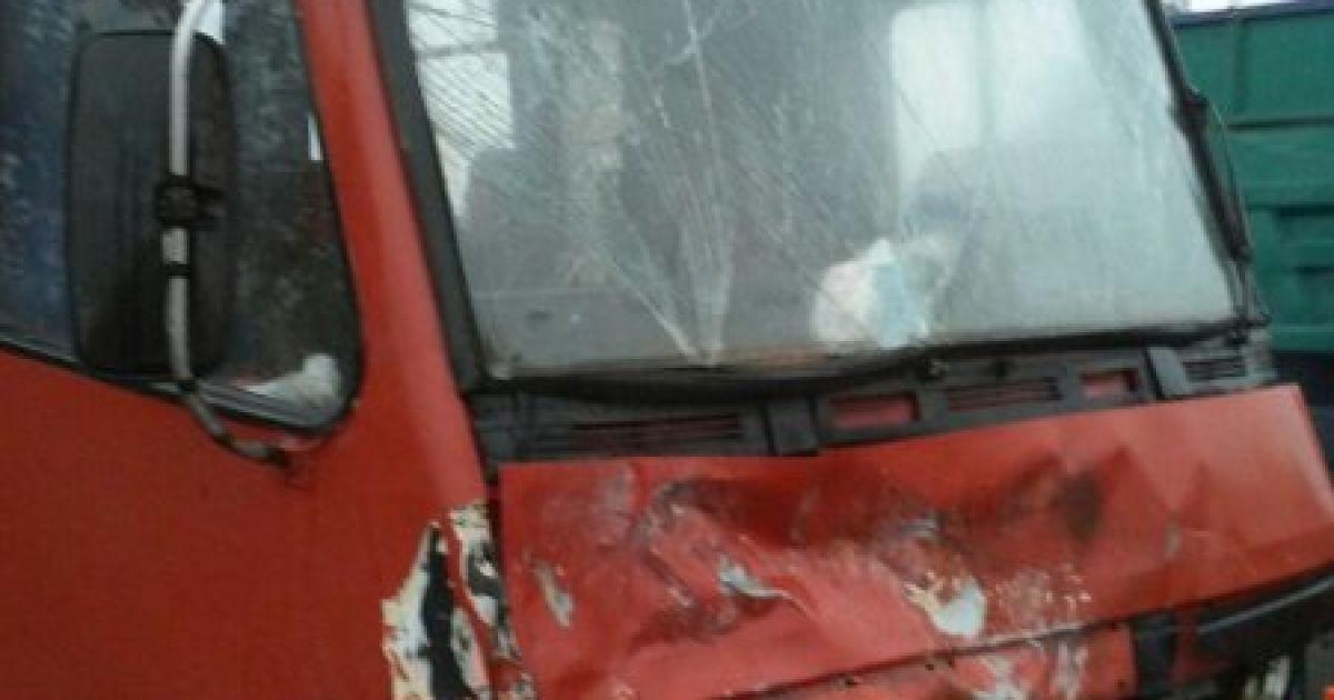 Под Львовом в маршртуку влетела легковушка @ Управление ГАИ МВД Украины во Львовской области