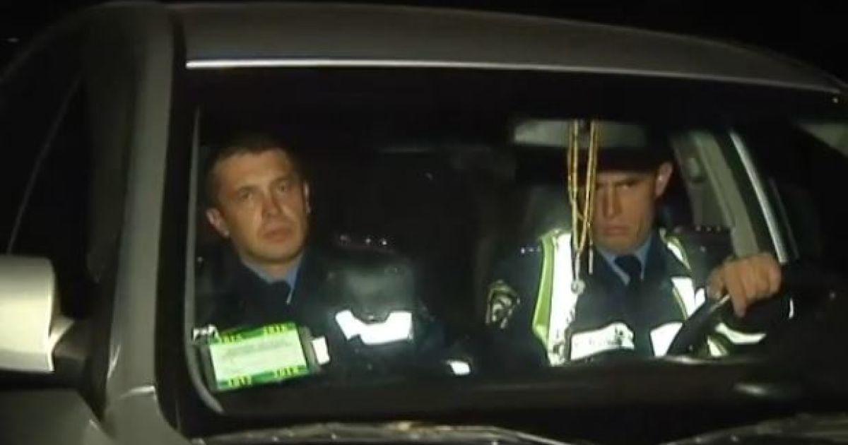 Журналисты поймали на взяточничестве двух гаишников с Киевщины