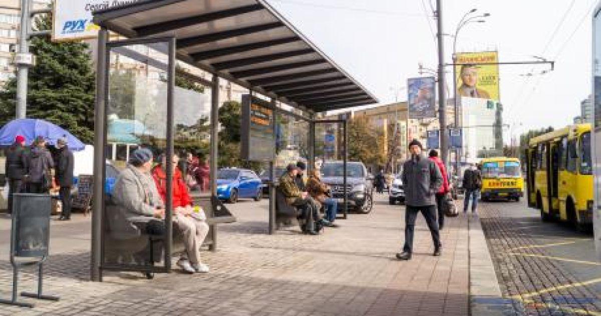 Мер Івано-Франківська каже, що зупинки громадського транспорту треба мити щотижня