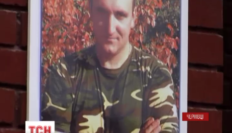 У Чернівцях відкрили меморіальну дошку загиблому на Сході герою