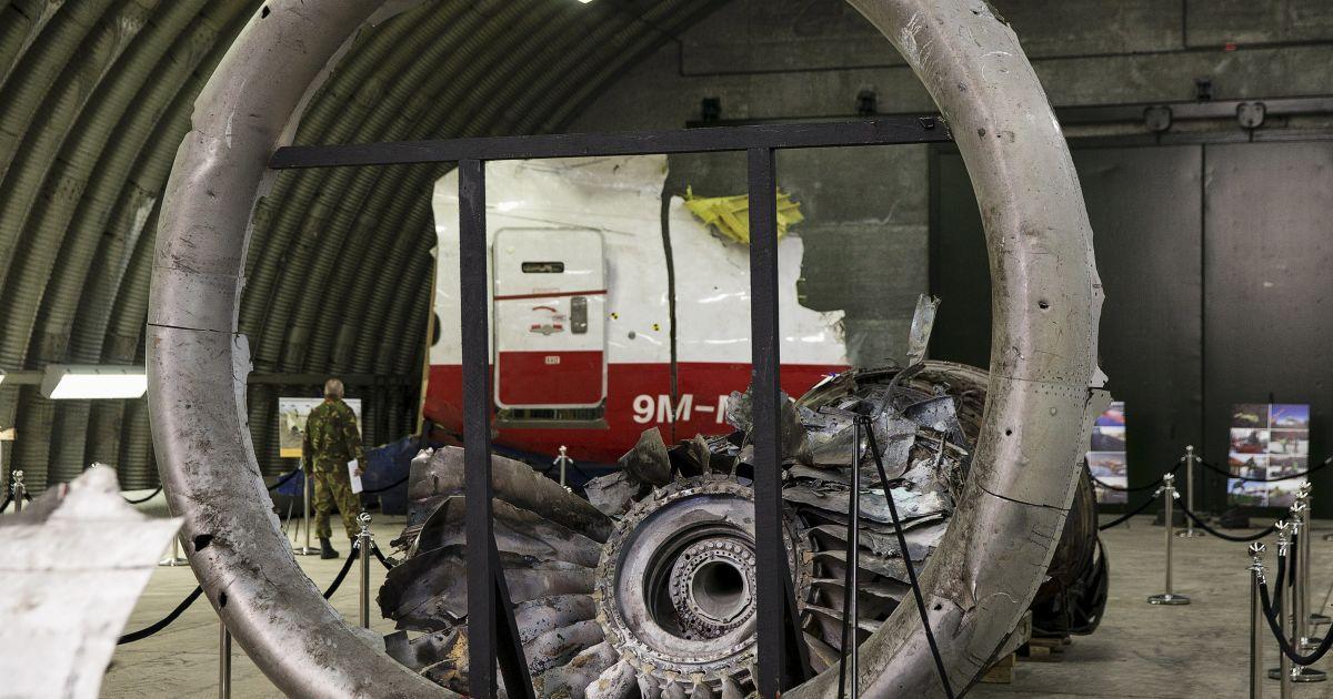 Експерти відновили частину літака з уламків