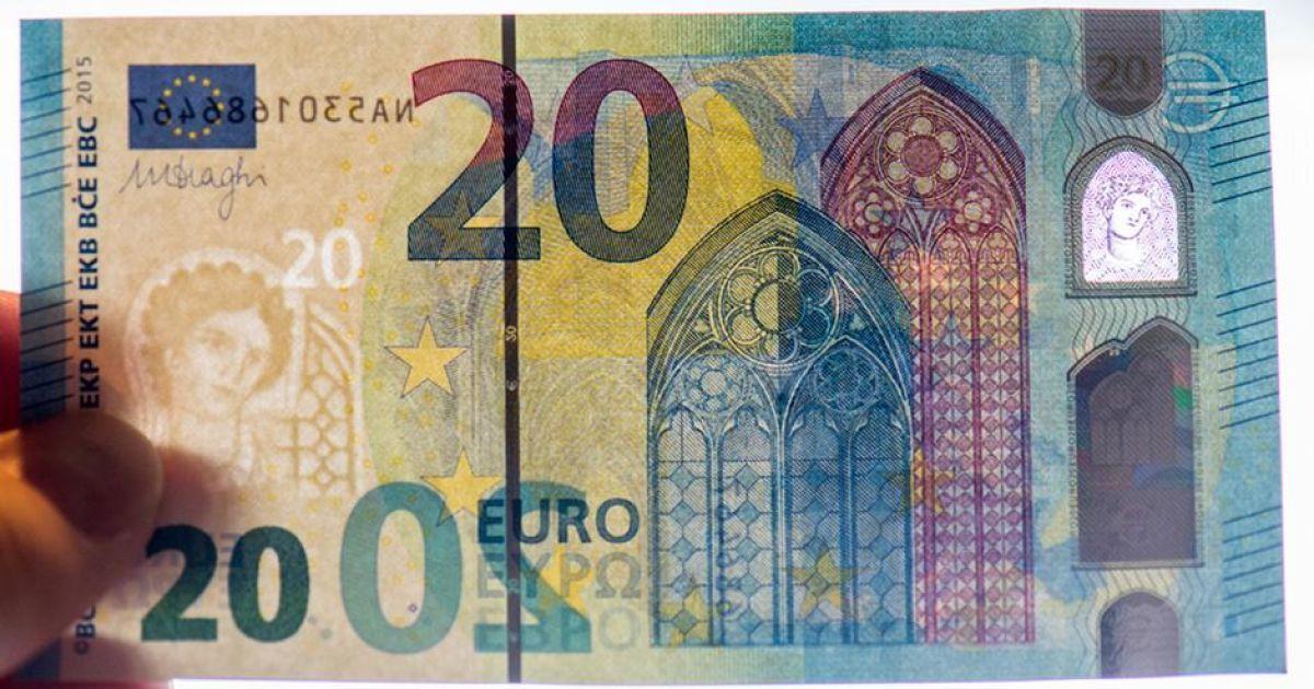 """В обращение поступила обновленная """"готическая"""" купюра в 20 евро"""