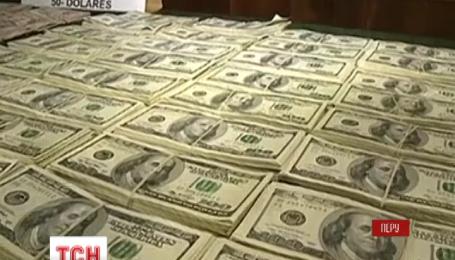 Перуанська поліція знайшла майже мільйон фальшивих доларів