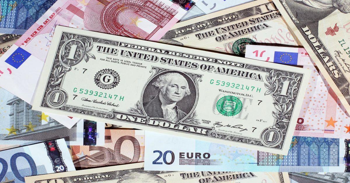 После недельного подорожания доллар и евро упали в цене – курсы валют НБУ на 16 октября