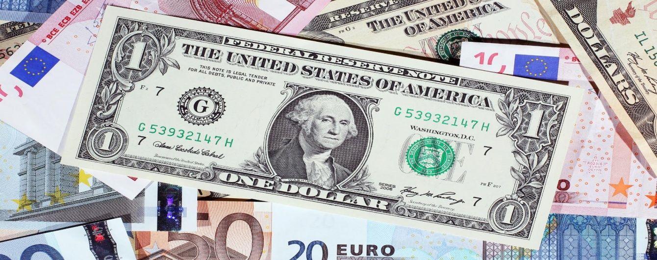 Доллар и евро подорожали в курсах Нацбанка на вторник. Инфографика