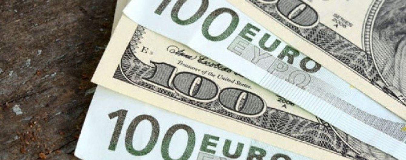 На міжбанку активно дешевшають долар і євро