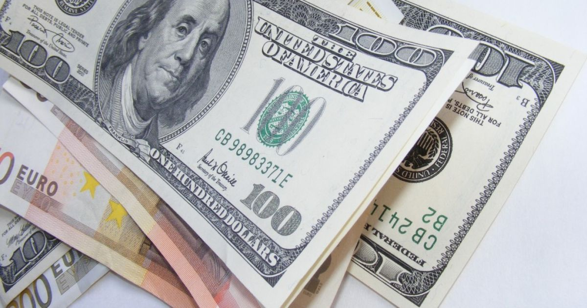 Напередодні виборів обмінники ошелешили стрибком курсів валют