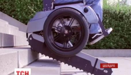 В Швейцарии создали инвалидную коляску, которая сама способна подниматься по лестнице