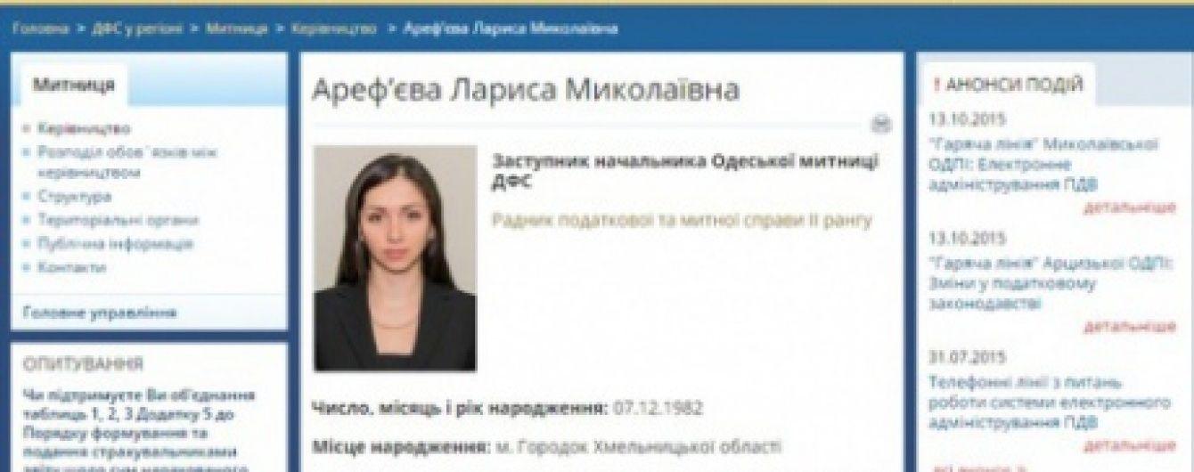 """Заместитель руководителя Одесской таможни """"сбежала"""" сразу после задержания на взятке – журналист"""