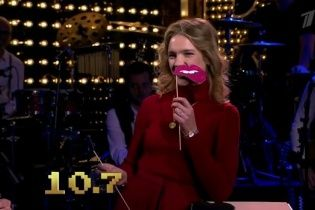 Супермодель Наталя Водянова прийшла на телешоу з напівпаралізованим обличчям