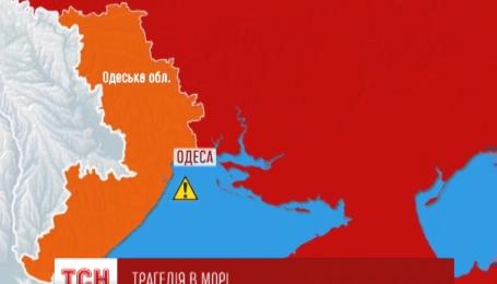 Возле поселка Затока Одесской области перевернулся и затонул пассажирский катер
