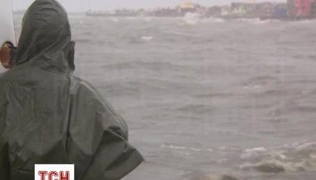 На Філіппінах через тайфун евакуювали 10 тисяч людей