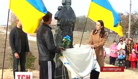 В Буках на Житомирщине установили мемориал погибшим на Востоке бойцам
