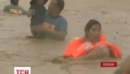 Филиппины страдают от разрушительного тайфуна Коппу