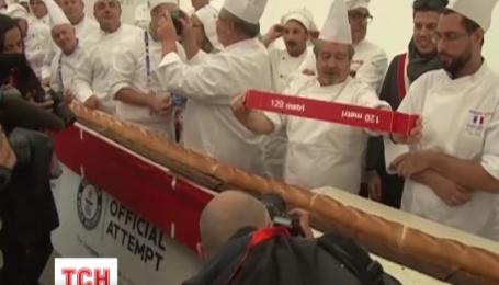 В Милане испекли самый длинный в мире багет