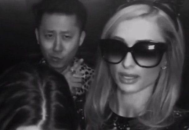 Невезучая Пэрис Хилтон застряла в переполненном китайцами лифте