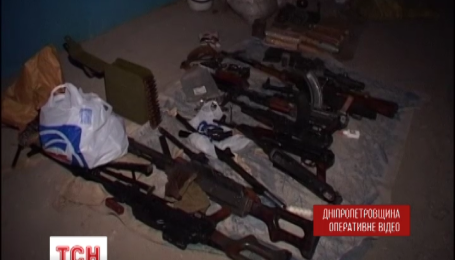 В Кривом Роге оперативники обнаружили целый арсенал оружия в одном из гаражей