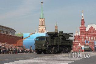 В Керчи российские самоходные зенитные ракетно-пушечные комплексы заняли боевые позиции