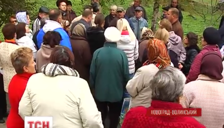 У Новоград-Волинську жителі 5-ти багатоповерхівок перекрили в'їзд до міста