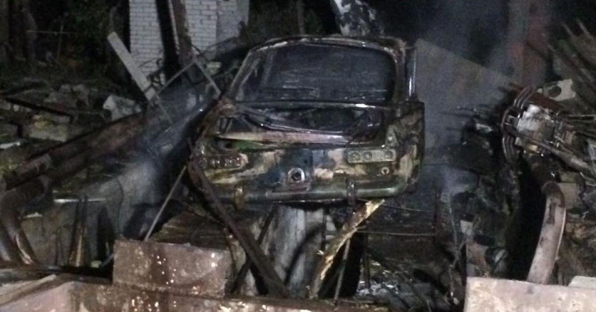 Взорвалась машина и газовые баллоны, которые стояли в гараже. @ Фото Валерии Ковалинской/ТСН