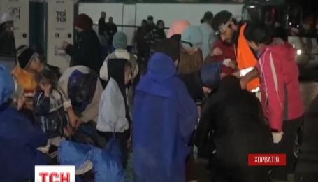 Хорватія і Словенія відкрили кордони для мігрантів, що прямують до західної Європи