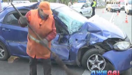 На столичной Троещине пьяный водитель протаранил троллейбус