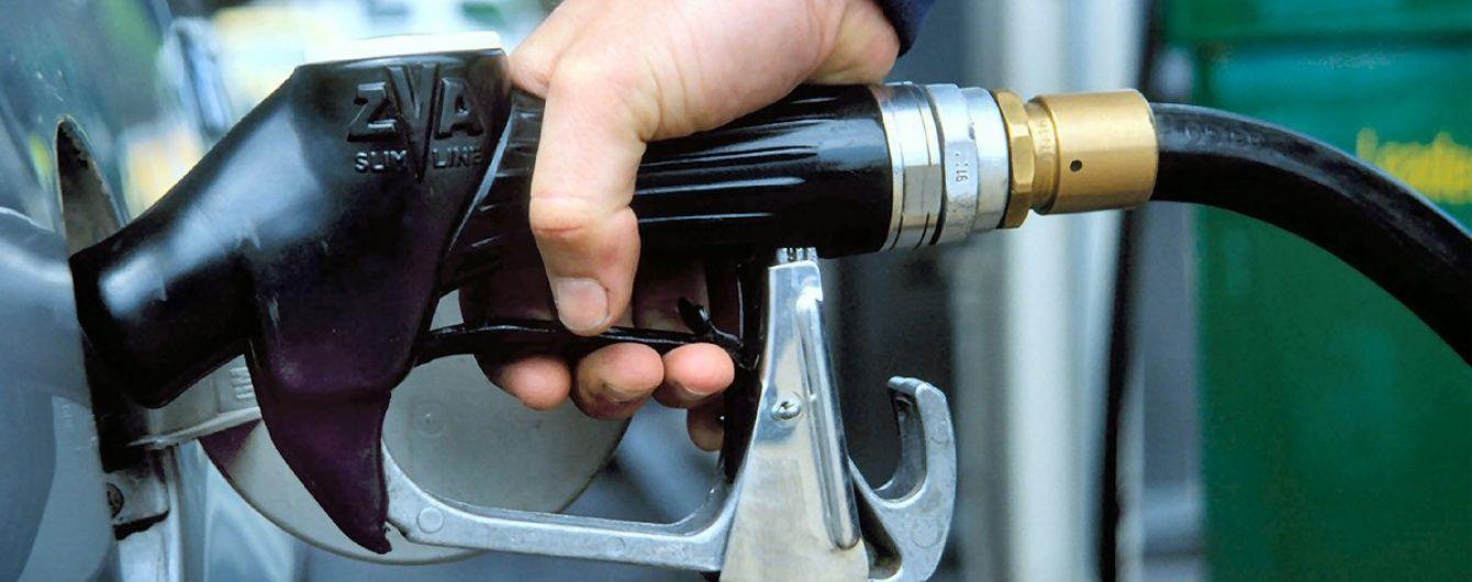 Сколько стоит заправить авто на АЗС утром 21 октября