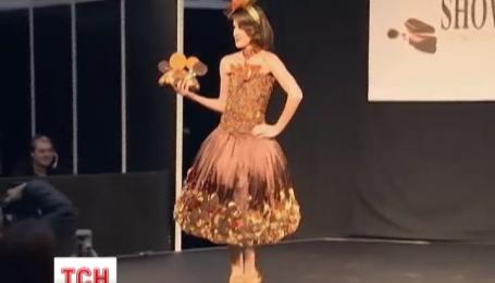 На модном шоу в Лондоне представили платья из шоколада