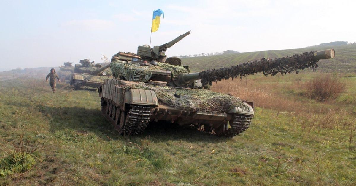 Перемир'я на Донбасі триває, а сили АТО готуються відвести танки під Донецьком