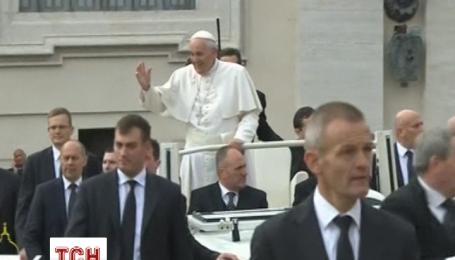 Прес-секретар Ватикану категорично заперечив новину про пухлину у Папи Римського
