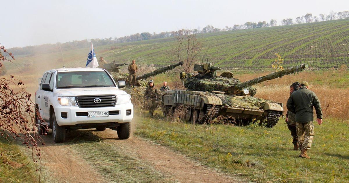 Отвод украинских танков возле Артемовска и один раненый военный. Карта АТО