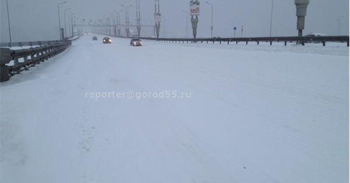 Омск засыпало снегом